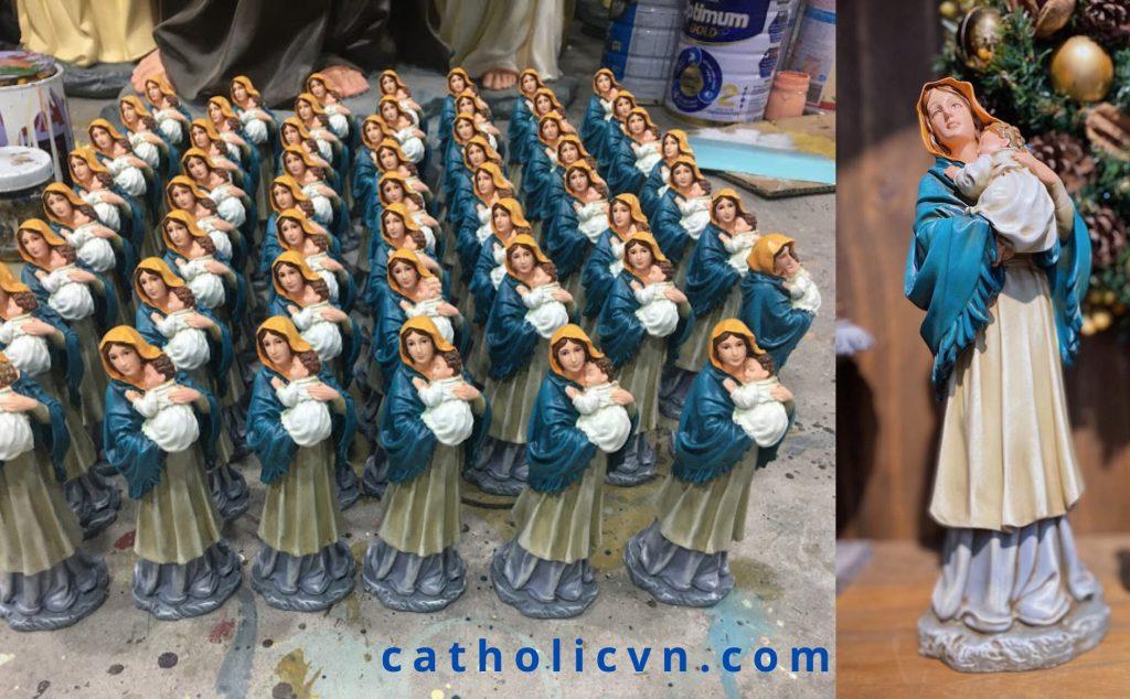 Hình ảnh Tượng Đức Mẹ, Tượng Đức Mẹ ngoài trời, Tượng Đức Mẹ Maria, Tượng Mẹ Maria, Tượng Đức Mẹ Ban ơn, Tượng Đức Mẹ Fatima, Tượng Đức Mẹ Mân Côi, Tượng Đức Mẹ Lộ Đức, Đức Mẹ Maria hay Đức Mẹ Mary, Đức Mẹ Đồng Trinh Maria là người đã sinh ra Chúa Giesu. Thông qua những câu chuyện trong kinh thánh về Đức Mẹ, nhiều những Hình Ảnh và Bức Tượng về Đức Mẹ Maria được tạo ra một cách chân thực nhất. Nhiều những Bức Tượng Tượng như: Tượng Đức Mẹ Ban Ơn, Tượng Đức Mẹ Bế Chúa, Tượng Đức Mẹ Chăn Chiên, Tượng Đức Mẹ Lộ Đức, Tượng Đức Mẹ La Vang (Việt Nam), Tượng Đức Mẹ Fatima (Bồ Đào Nha), Tượng Đức Mẹ Lộ Đức (Pháp), Tượng Đức Mẹ Mân Côi, Tượng Đức Mẹ Lên Trời... và nhiều những tác phẩm khác về Đức Mẹ.