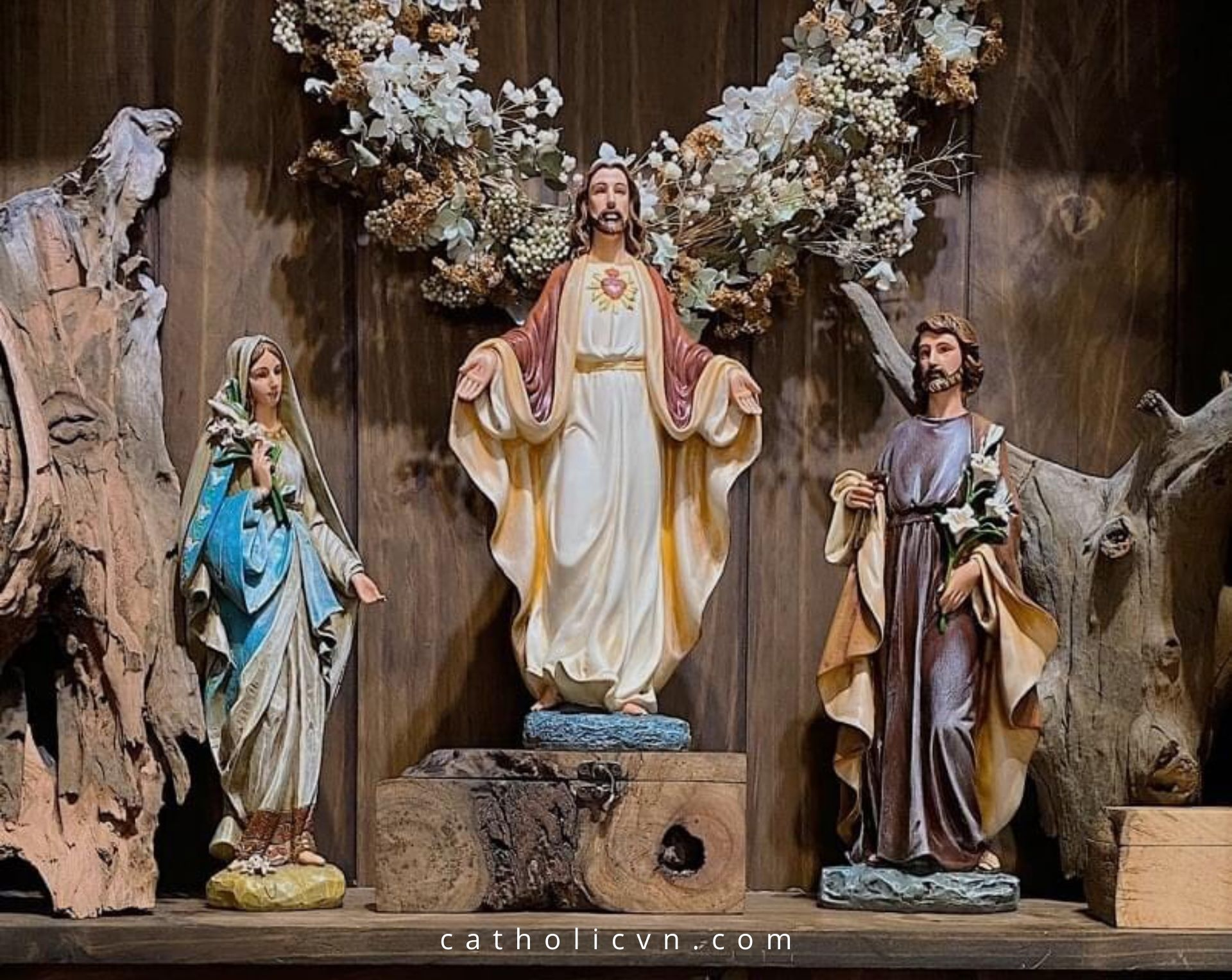 3 cách đặt Bàn Thờ Công Giáo đúng và đẹp nhất