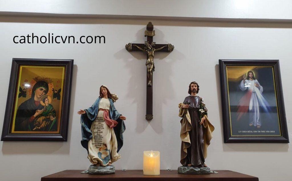 Tranh Công Giáo: Tranh Chúa Giesu, Ảnh Đức Mẹ Maria… đẹp, ý nghĩa bằng các loại nguyên liệu khác nhau như Gỗ, Giấy lụa, Composite, Lumina, Canvas, Tranh 3D. Những hình ảnh, bức tranh, bức phù điêu về Đức Mẹ, Chúa Giesu, Thánh Giuse, Tiệc ly,... đều rất đẹp, sắc sảo và mang ý nghĩa to lớn với đời sống tinh thần của chúng ta.