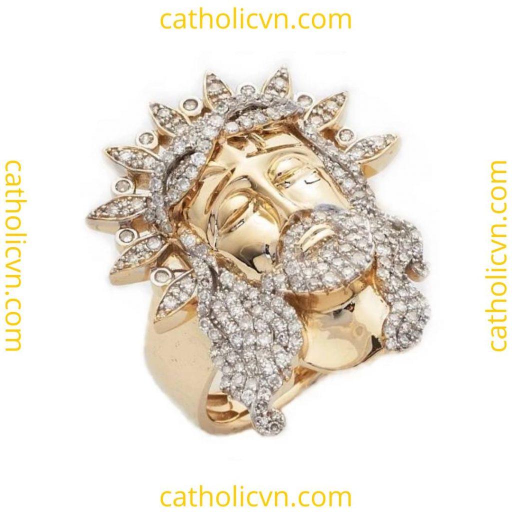 Nhẫn vàng đeo tay hình Chúa Giesu - đính kim cương