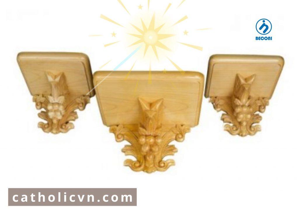 Xưởng sản xuất bàn thờ công giáo ( cơ sở sản xuất bàn thờ chúa ) tại Việt Nam. Các mẫu Bàn Thờ Công Giáo mới hiện đại, mẫu đẹp, đa dạng mẫu và kích thước, được giao tận nơi miễn phí và hỗ trợ ký gửi, bỏ sỉ - bỏ buôn trên toàn quốc. Bàn Thờ Chúa ( Bàn Thờ Công Giáo ) được sản xuất bằng gỗ, bằng gốc cây, bằng kính hay bằng nguyên liệu đặc biệt như Polyresin.